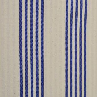 Gewebter Stoff mit Streifen blau