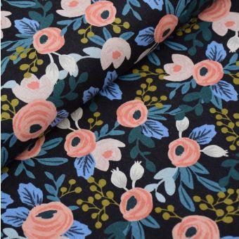 Baumwoll-/Leinenstoff mit großen Rosen auf schwarzem Hintergrund - Rifle Paper