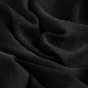 Satinstoff aus Rosenblättern schwarz
